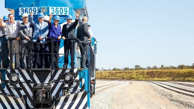 """Em """"dia histórico"""", presidenta destaca ampliação da infraestrutura logística"""