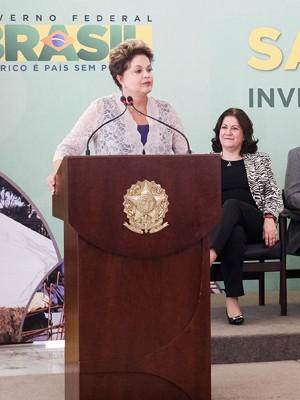 Dilma defende economia e diz que renda cresceu para mais pobres