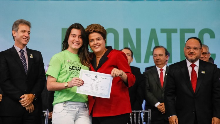 """EDUCAÇÃO – Dilma Rousseff: """"Meu compromisso é garantir que o Pronatec seja permanente"""""""