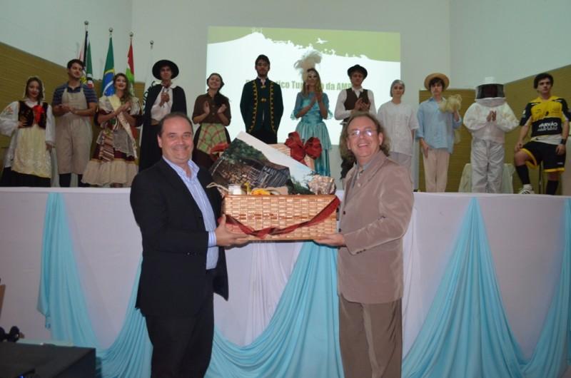 TURISMO – Diagnóstico turístico é apresentado aos prefeitos da Amrec