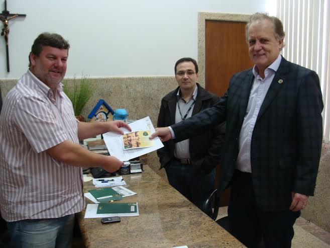 Prefeito Agnaldo Maccari recebe visita do presidente do Sicredi Sul SC