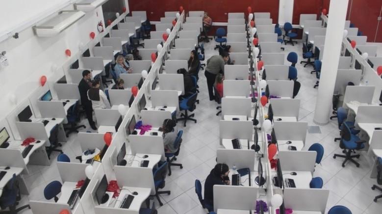 Empresa de call center conta com 300 vagas preenchidas e possui mais 400 disponíveis