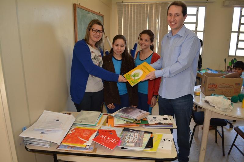 MORRO DA FUMAÇA – Banco Itaú faz doação de livros para Escola Municipal Olívio Recco
