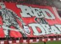 """Torcida do Standard Liège pode ser punida por bandeirão de """"decapitado"""""""