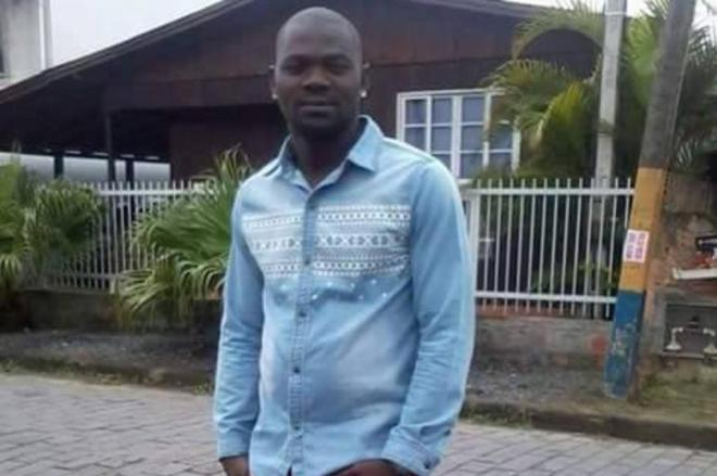 Adolescentes suspeitos de matar haitiano em Navegantes são levados para Caseps de SC