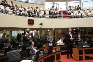 Na sessão, deputados destacam gravidade da crise econômica
