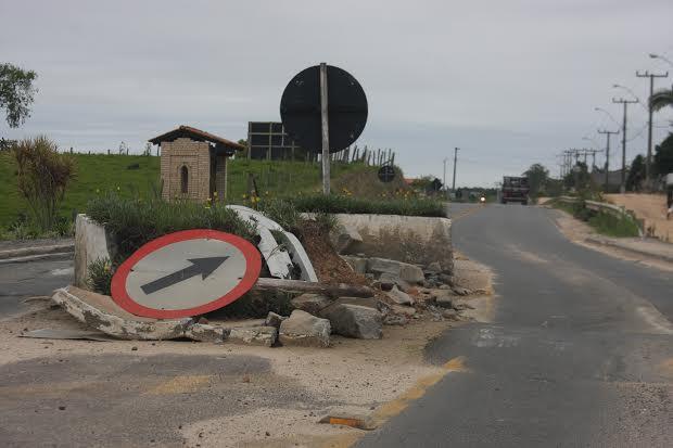 Redutores de velocidade da Rodovia Genésio Mazon devem ser retirados