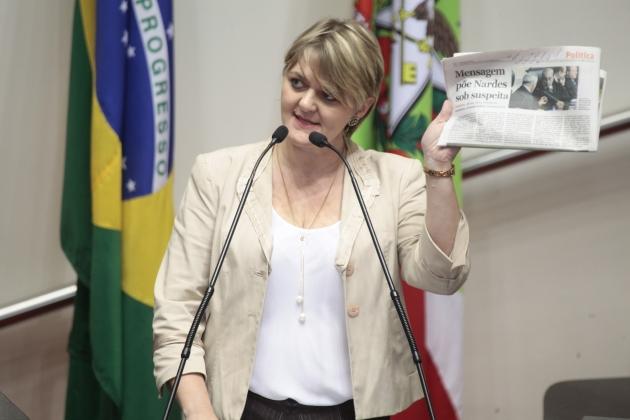 Deputados elogiam Bolsa Família e cobram mais recursos para saúde