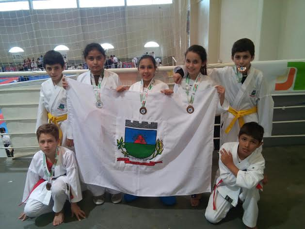 Morro da Fumaça conquista cinco medalhas no estadual de Karatê