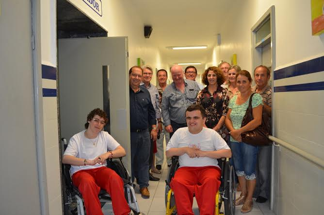 APAE de Criciúma inaugura elevador para alunos especiais