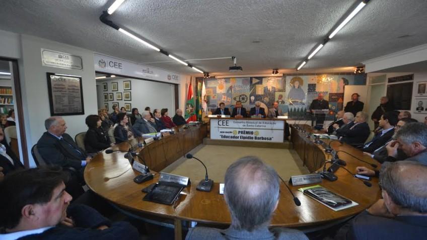 Conselho Estadual de Educação concede prêmio à professora Maria Dal Farra