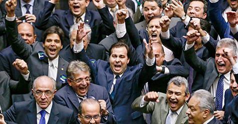 Poder JudiciárioPolíticaCorrupçãoMinistério PúblicoJusbrasil DestaquesPacote Anticorrupção10 Medidas Contra a Corrupção Deputados 'cospem na cara' do povo que pediu as 10 Medidas e desfiguram o projeto