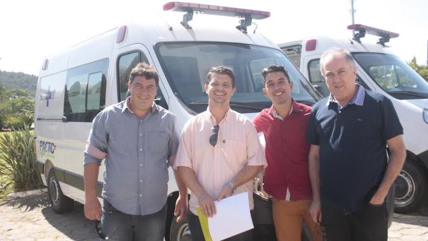 Morro da Fumaça recebe nova ambulância