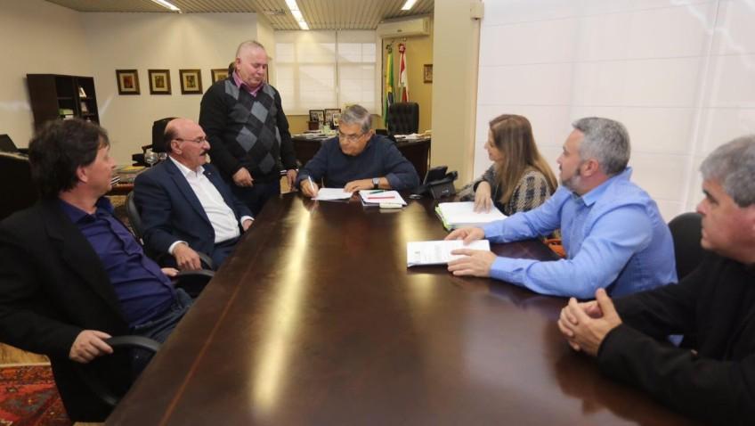 Vice-governador garante empenho na solução do impasse da obra da SC-442