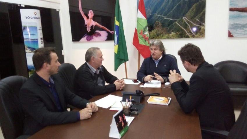 Vereadores Mundi e Felix visitam secretário do Estado, Leonel Pavan, em Florianópolis nesta terça-feira.