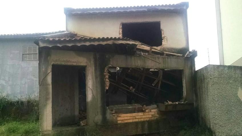 Imóvel irregular no centro é demolido pela Secretaria de Obras