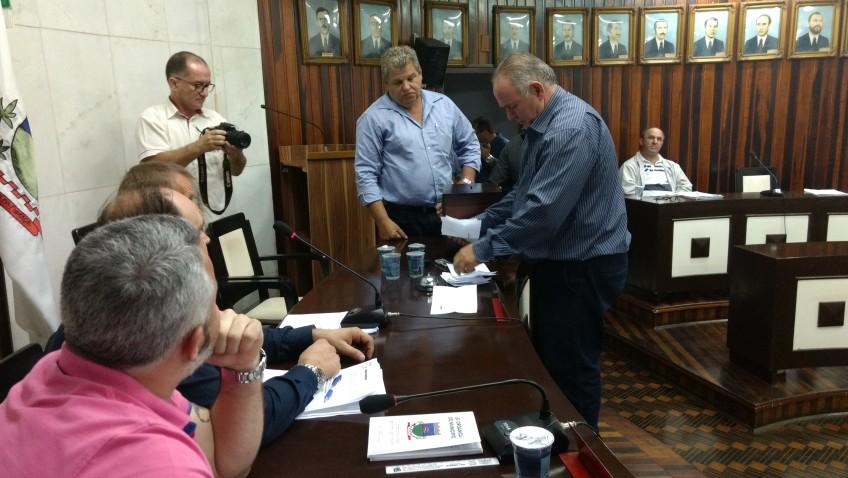 Vereadores rejeitam veto parcial do prefeito que tratado auxílio alimentação