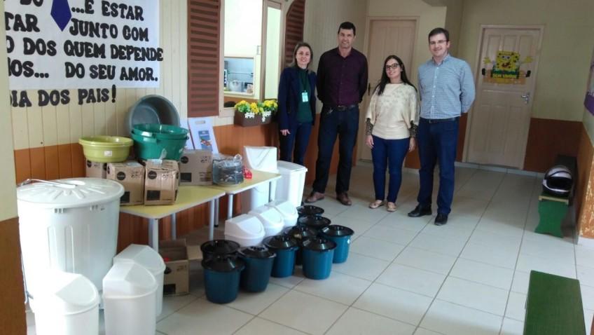 Utensílios de cozinha são distribuídos em escolas e CEIs de Morro da Fumaça