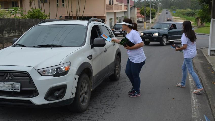 Blitz da saúde leva orientação aos motoristas em Morro da Fumaça