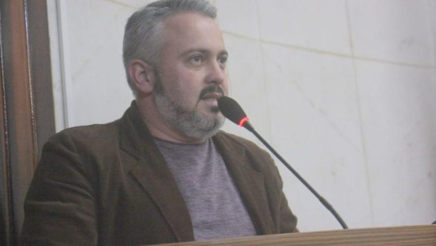 Vereador pede proibição de veículos pesados na rua João de Rochi