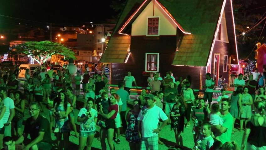 Atrações culturais animam o público na Vila Natalina