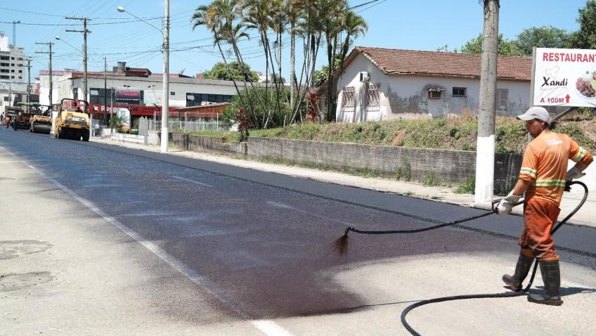 Prefeitura realiza o recapeamento de quatro ruas em Morro da Fumaça