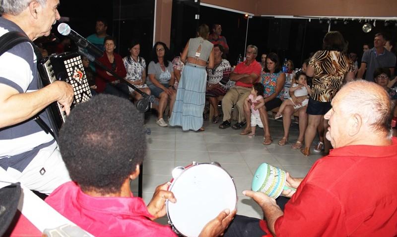 Família do Zé Golino recebe mais uma vez as cantorias do terno de reis