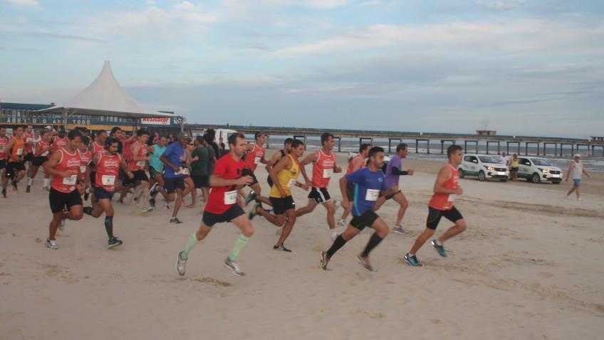 Corrida Noturna reúne 300 atletas