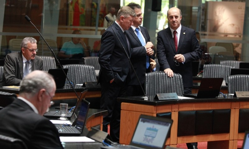 Deputados defendem medidas do governo para enxugar folha de pagamento