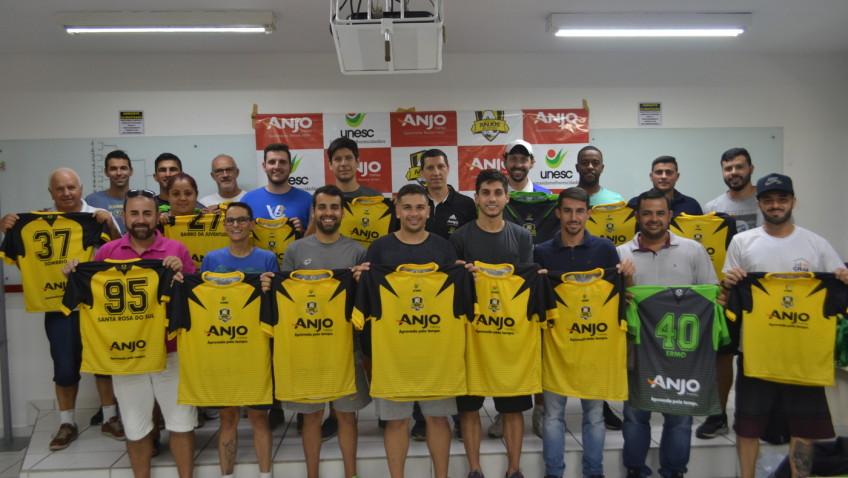 Projeto Anjos do Futsal entrega uniformes e materiais para municípios participantes