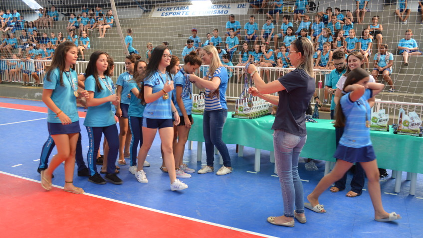Campeões dos Jogos Escolares recebem premiação em Morro da Fumaça
