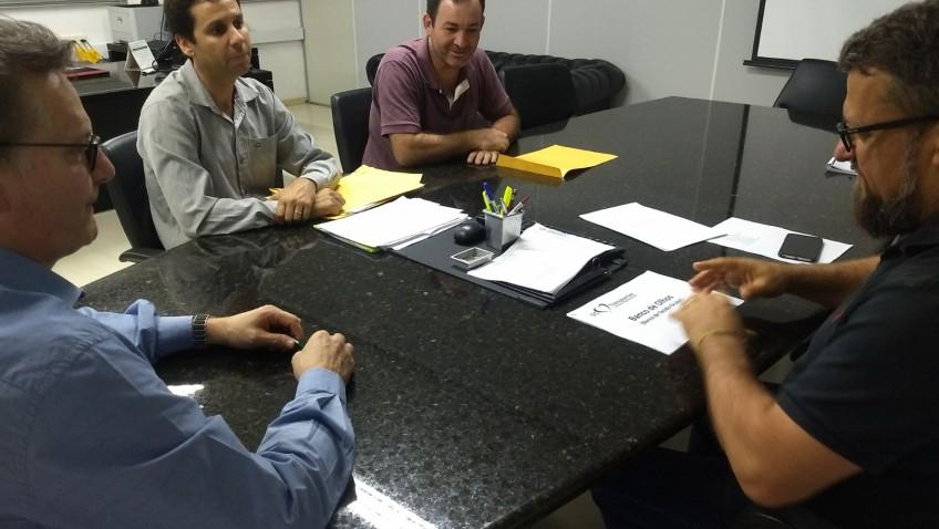 Acélio Casagrande encaminha profissionais ao Banco de Olhos com o SC Transplantes