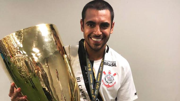 """Júnior Dutra comemora primeiro título com a camisa do Corinthians e elogia torcida: """"É uma energia surreal"""""""