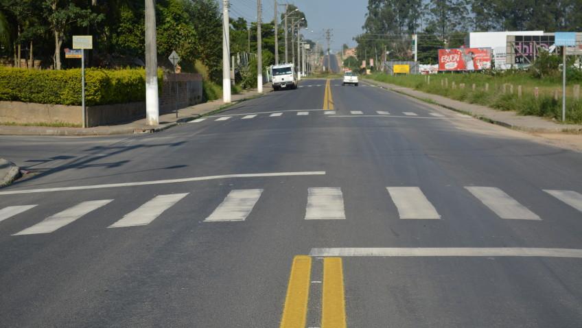 Faixas elevadas dão mais segurança a motoristas e pedestres da rua Emílio Frasson