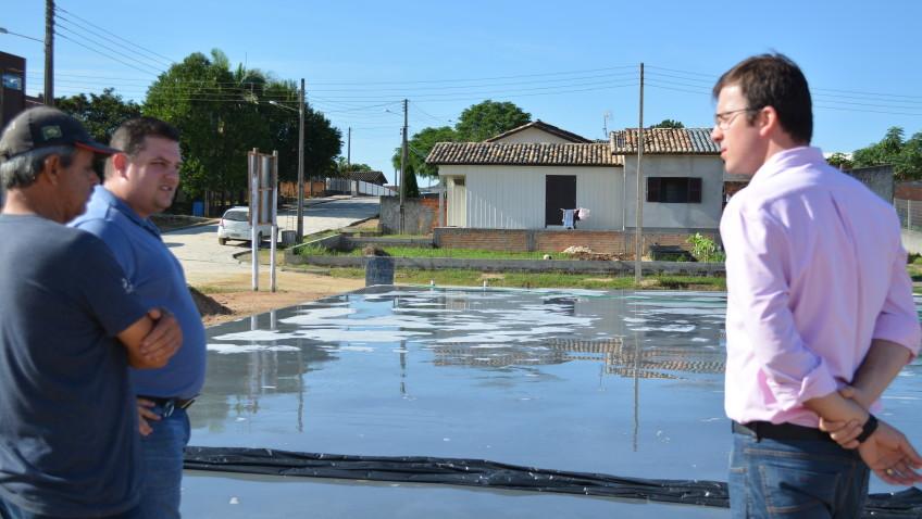 Quadra poliesportiva é construída em Vila Rica
