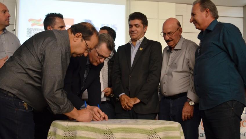 Secretário de Estado da Saúde assina convênios com municípios da Região Carbonífera no total de R$ 9 milhões
