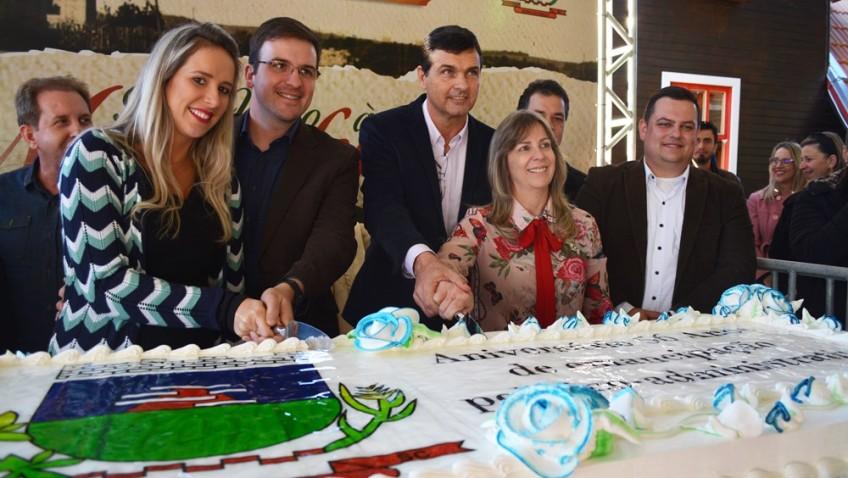 Corte do bolo e baile da terceira idade encerram a Maggiofest