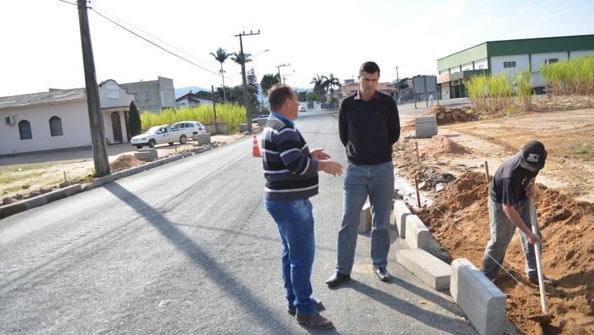 Rua João de Rochi continua em obras