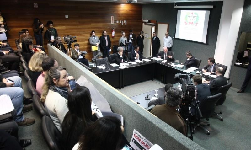CCJ aprova projeto para normatizar convênios que oferecem emprego a presos