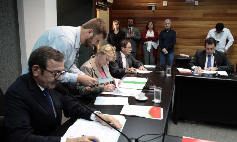 Comissão suspende tramitação de projetos sobre patrimônio imaterial