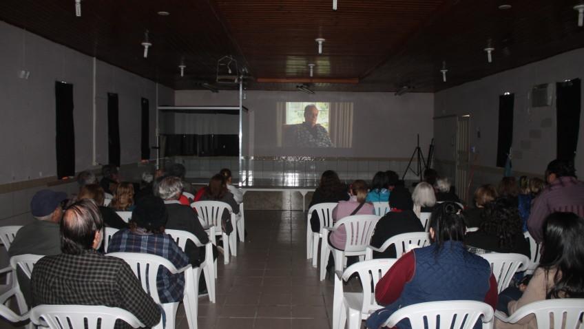 Cine Cras realiza sessão para terceira idade