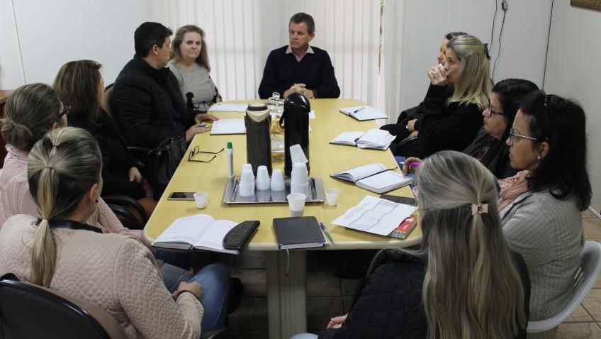 Prefeito e secretário discutem com gestoras os rumos da educação para 2019