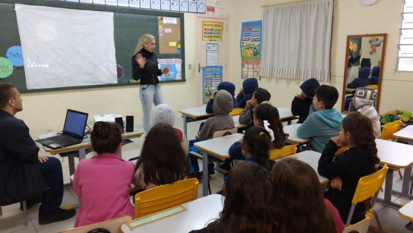 Secretaria de Saúde leva conscientização sobre a dengue às escolas
