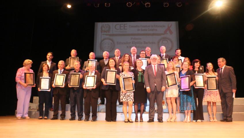 Professores da rede estadual recebem Prêmio Elpídio Barbosa, em Florianópolis