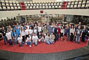 Estudantes vivenciam rotina dos deputados no Parlamento Jovem