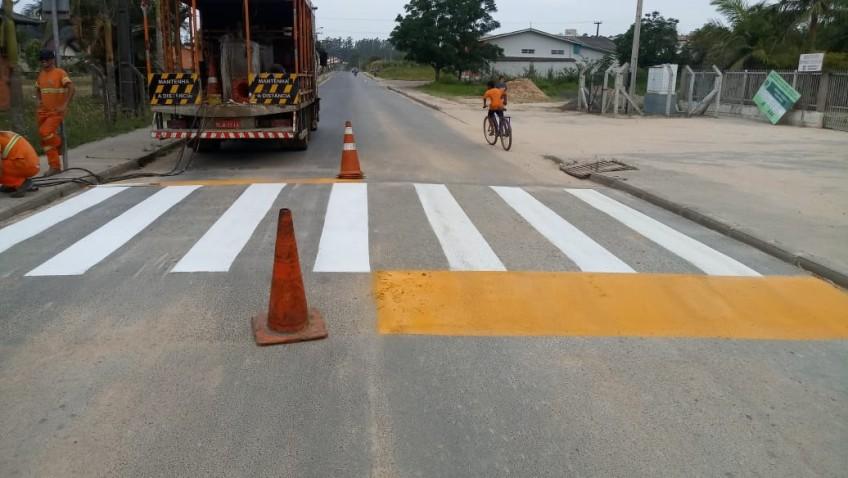 Mais de 20 ruas ganham reforço na sinalização horizontal