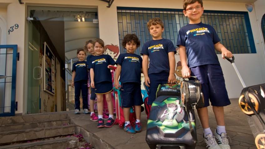Excesso de peso nas mochilas prejudica a postura das crianças