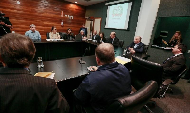 Comissão debate impactos da suspensão de vacinação contra febre aftosa no Paraná
