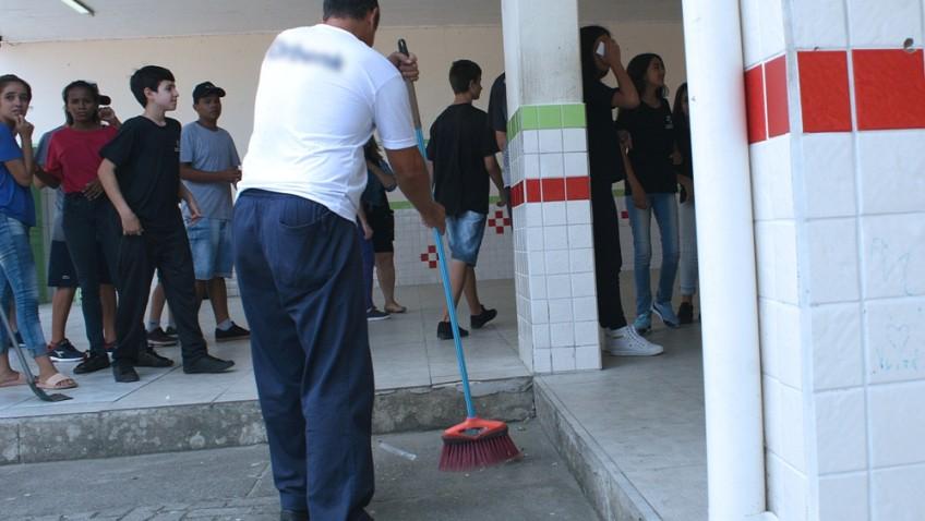 Educação amplia terceirização de serviços gerais escolares