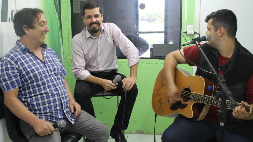 TVRSUL, HÁ 9 ANOS NO AR! Programa transmitido no dia 25 de maio de 2019. Entrevista com o advogado Carlos Lorenzi, com música do cantor Gabriel Lin